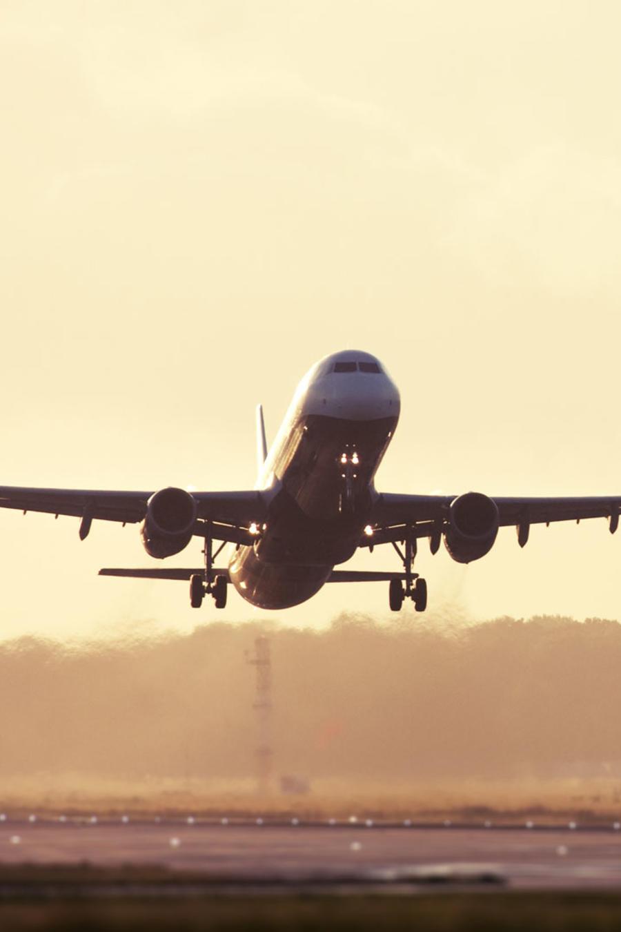 mejores aerolineas avion despegando