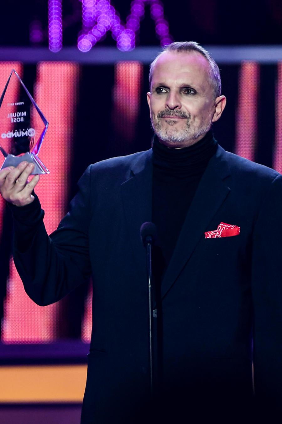"""Miguel Bosé - Premio """"El Poder en Ti""""."""