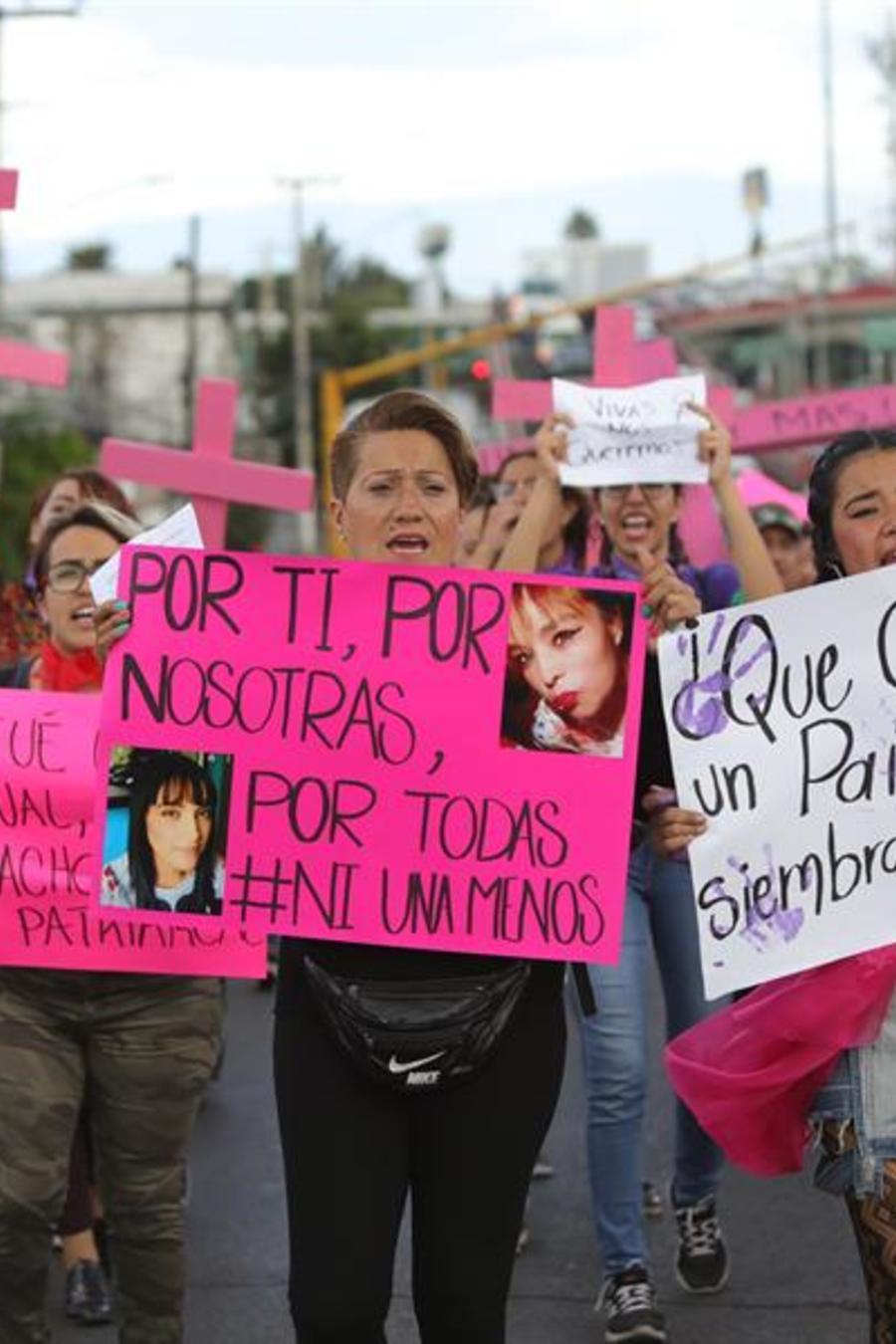 Mujeres protestan contra la violencia hacia las mujeres y los feminicidios hoy, viernes 30 de agosto de 2019, en Ecatepec Estado de México (México)