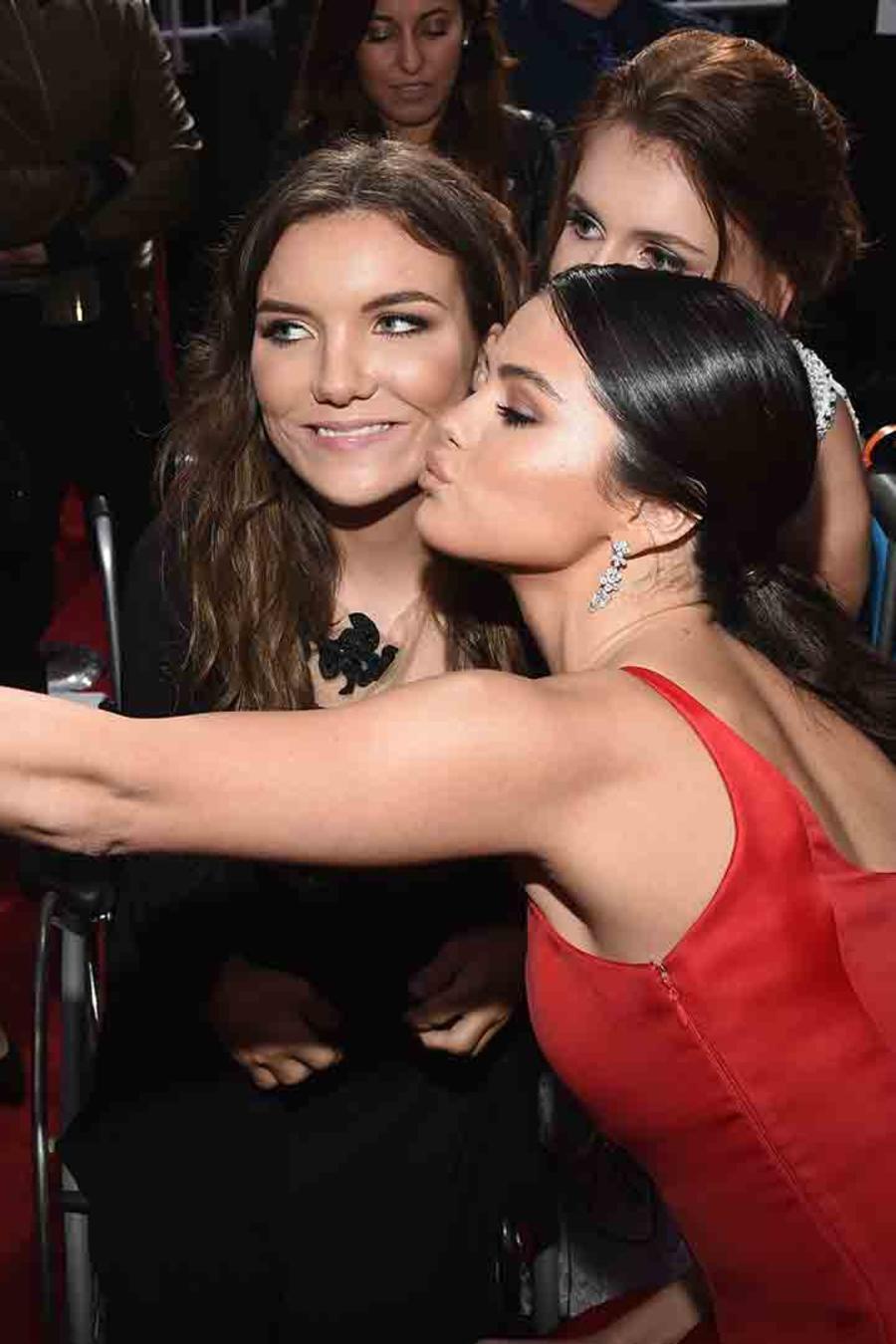 Selena Gomez reapareció en los American Music Awards