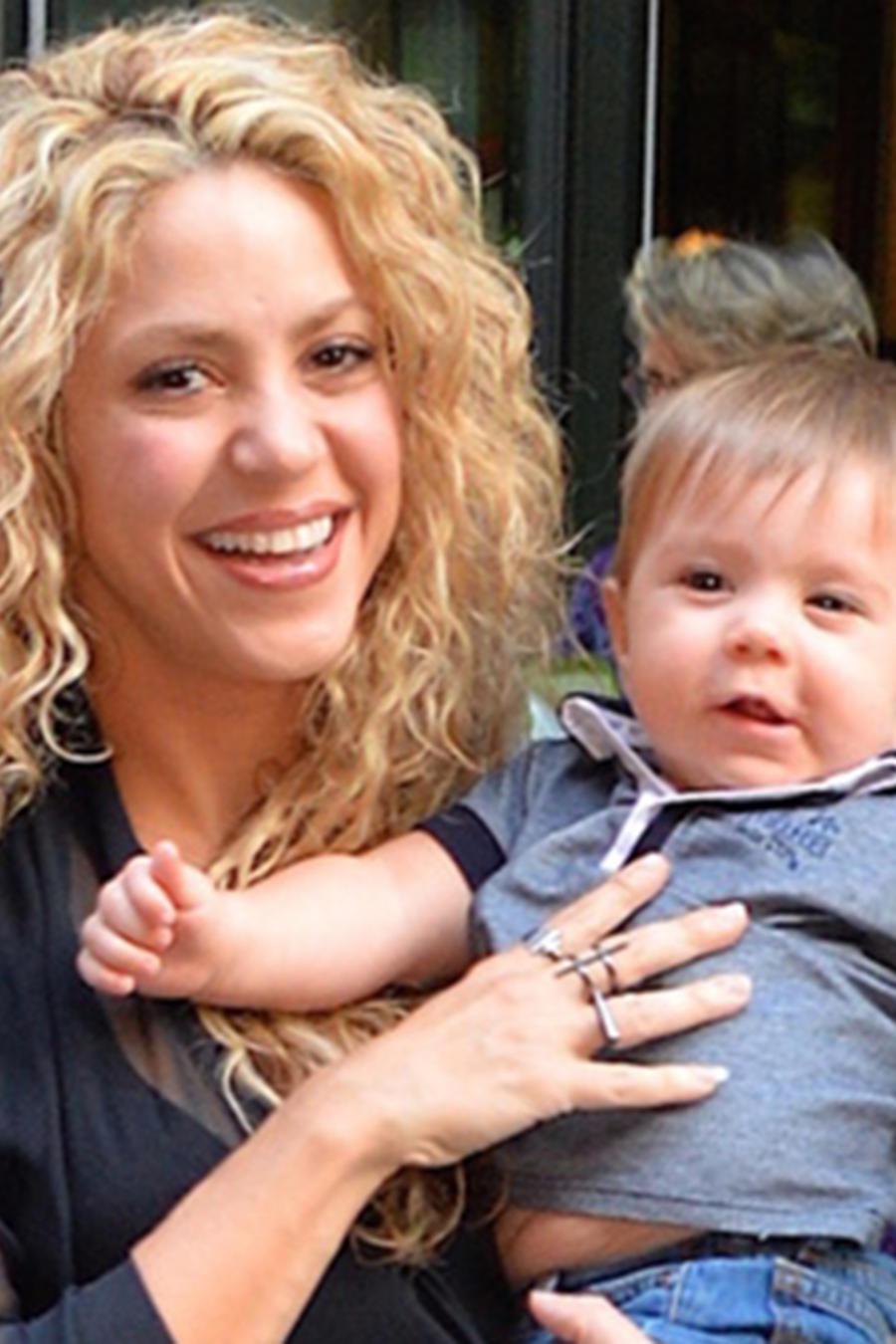 Shakira y Sasha saliendo del Crosby Hotel en Nueva York