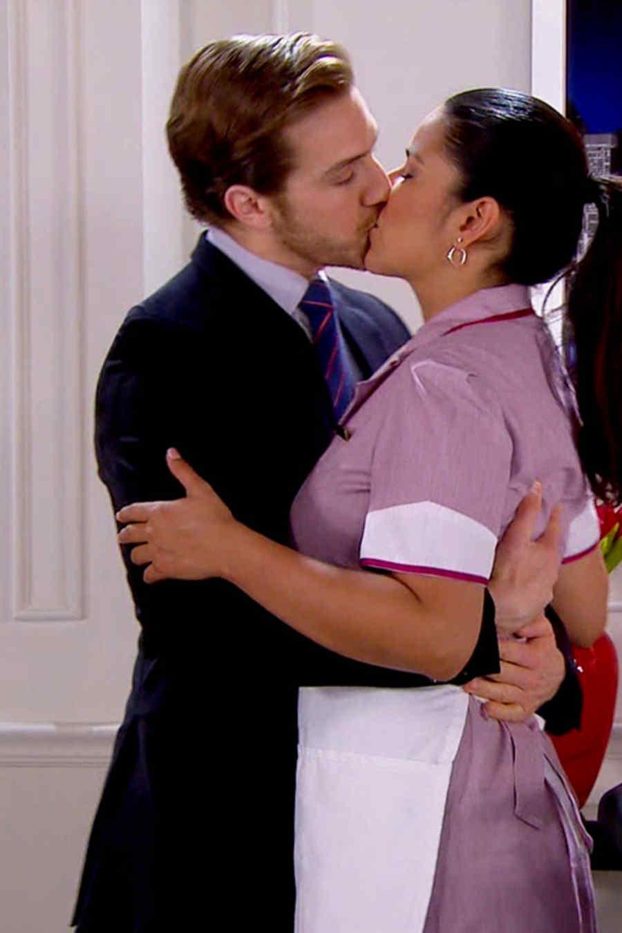 Beso entre Eugenio Siller y Litzy Domínguez