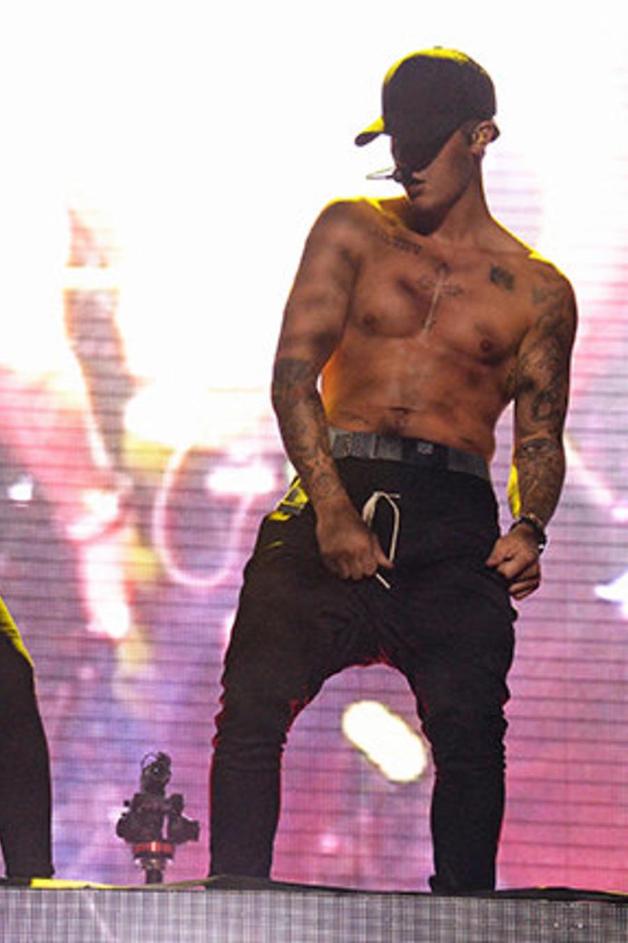 Skrillex y su invitado especial, Justin Bieber, durante su presentación en el segundo día del Billboard Hot 100 Fest