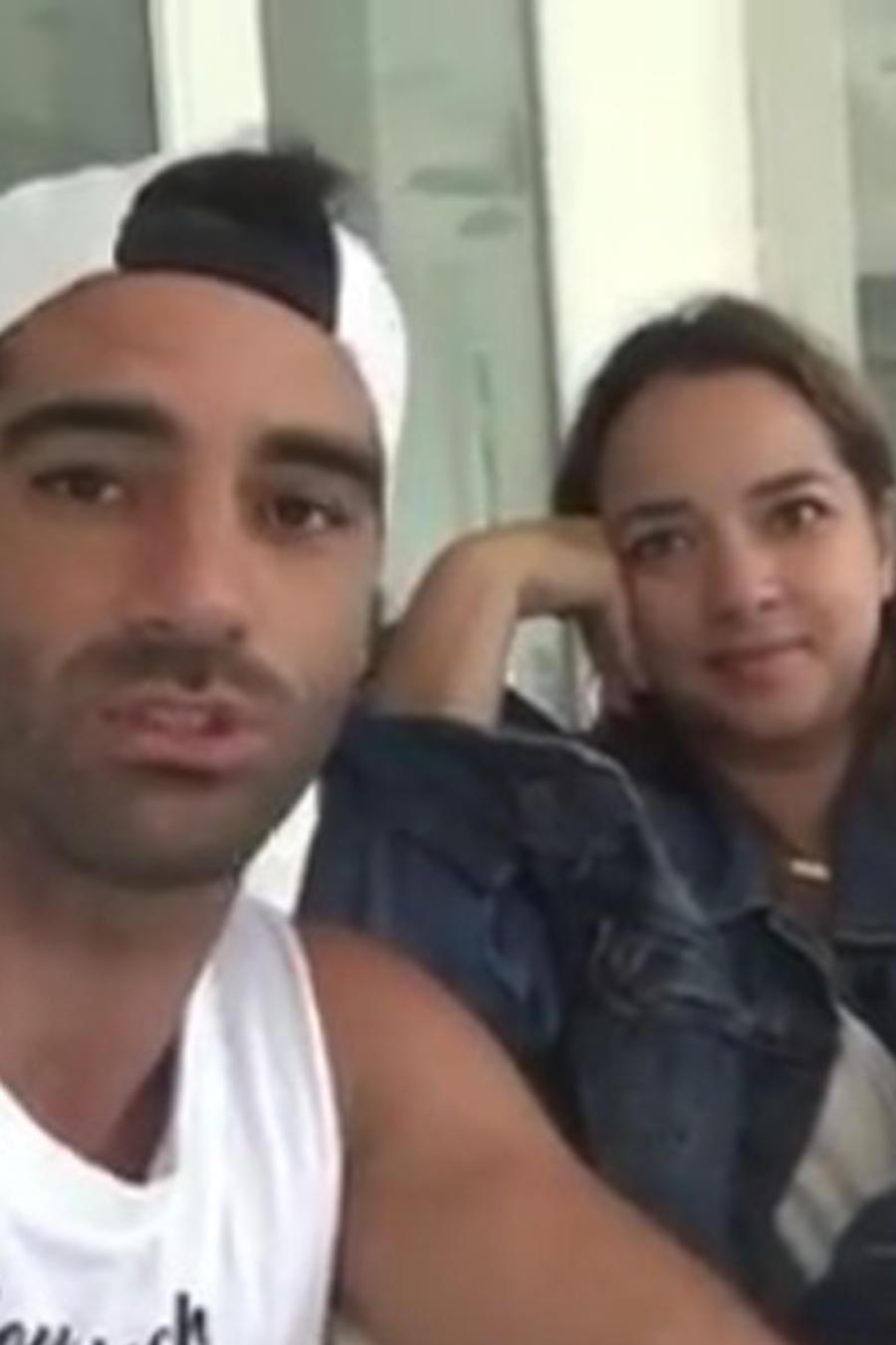 Toni Costa y Adamari López sentados