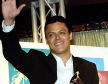¡Vota por tu tema favorito de Pedro Fernández!