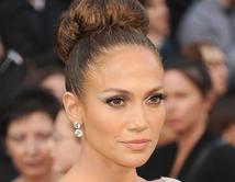 Nos encanta la piel bronceada de JLo durante los Oscars del 2012.
