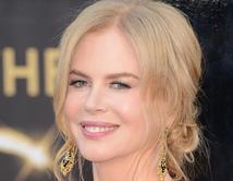 Nicole lució muy joven en la alfombra de los Oscars 2013.