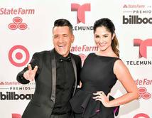 ¡Vota por tu pareja favorita de los Premios Billboard pasados!