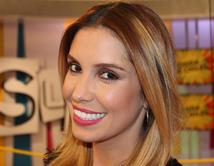 Laura Flores recibió su tercer anillo de compromiso el 25 de diciembre.