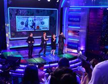 El ilusionista Mark Calabrese y la producción del show sorprenden a toda la audiencia con un $100 dólares de regalo.
