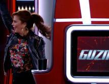 Alejandra celebra el cierre de su equipo de La Voz con un baile rockero al ritmo de 'Reina de Corazones' sacudiendo el cabello con los otros coaches.