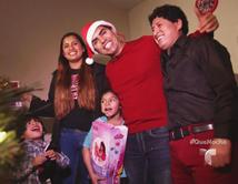 Un matrimonio de Los Ángeles con tres hijos recibe una sorpresa de la mano de Piolín.