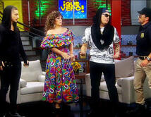 Verónica Castro interpretada por Angélica Vale se confunde con el Maluma impostor interpretado por Raúl González y el verdadero Maluma.