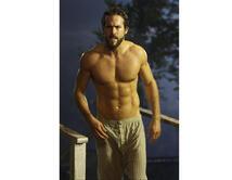 Vota aquí si piensas que Ryan Reynolds tiene mejor cuerpo.
