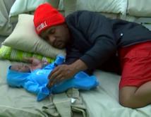 Durmiendo con su bebé Santiago