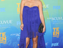 Kourtney Kardashian arrives at the 2011 Teen Choice Awards