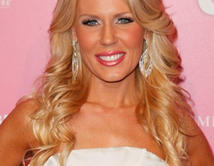 Gretchen Rossi as Debralee Anderson (Guest character). Twitter @GretchenRossi