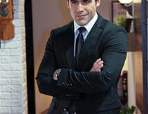 Seductor y ambicioso como Renzo Mancilla en Corazón valiente. What a handsome bodyguard!