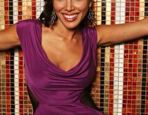 Latin beauty! Mia es distinta a todas, descomplicada, profesional y con un corazón de oro que ama su independencia.