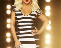 """Christina Aguilera will now be entering her second season on """"The Voice""""./ Christina Aguilera estaráentrando en su segunda temporada en """"The Voice""""."""