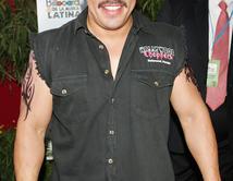 ¿Lupillo Rivera con vestimenta casual y hip?