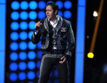 Vestido de charro con traje negro y muy buena voz interpretó un tema del cantante mexicano. ¿Fue tu favorito?