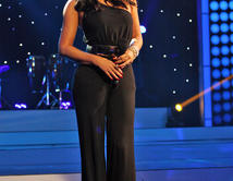 En la segunda gala la bella presentadora lució dos 'looks' diferentes. Vota ahora y déjanos saber como te gusta más.