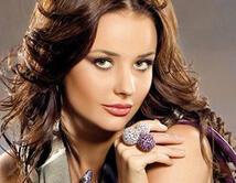 La modelo rusa salió elegida Miss Universo 2002, pero su falta de cumplimiento de las tareas que la organización de Miss Universo exige, le costó perder la corona.