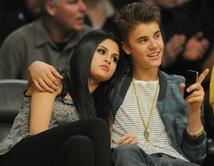 Do you think that Justin Bieber should get back with Selena Gomez?/ ¿Crees que Justin Bieber debería volver con su novia de casi dos años, Selena Gomez?