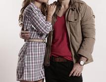 Natalia y Alex se quedan juntos, pero tienen una relación abierta.