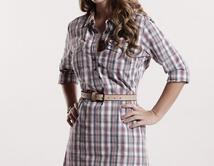 Natalia rompe con Alex y busca otro hombre que la pueda satisfacer.