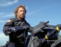 ¿Cómo olvidar a Chuck lanzando misiles desde la moto y destruyendo vehículos enemigos? Él fue otro duro llegó a ser héroe en los 80's.