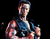 Con sus músculos engrasados y un lanzamisiles, salía a cazar a los secuestradores de su hija. Arnold fue uno de los héroes más recordados de la historia.