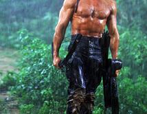 Ni la policía y el ejército juntos pudieron detenerlo cuando huyó de prisión. Rambo nos enamoró y no hubo niño en los 80's que no quisiera su cuchillo multifunción.