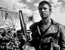 Mad Max fue una especie de anti héroe en una historia apocalíptica, pero que gozaba de nuestra simpatía porque defendía a civilizaciones débiles.