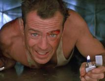 En esta oportunidad el policía McClane impide que los terroristas destruyan el avión en el que se encuentra su mujer.