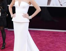 Charlize Theron en la alfombra roja de los Oscar