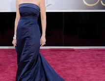 Helen Hunt en la alfombra roja de los Oscar