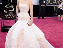 Jennifer Lawrence en la alfombra roja de los Oscar
