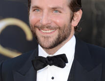 Bradley Cooper en la alfombra roja de los Oscar