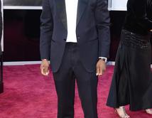 Chris Tuckeren la alfombra roja de los Oscar