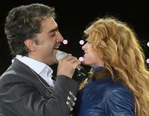 """2009 concierto en Jalisco, México - """"Volver Volver"""". ¿Cuál ha sido tu dueto favorito de Paulina?"""