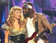 """""""Algo de ti"""" durante una premiación de Billboard y otro sencillo que grabaron.   ¿Cuál ha sido tu dueto favorito de Paulina?"""