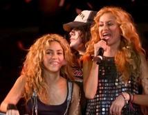 Han compartido escenario y cantado en diferentes presentaciones benéficas.  ¿Cuál ha sido tu dueto favorito de Paulina?