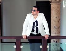 """Los diferentes estilos al vestir de Roberto Tapia, 3er 'Coach' de """"La Voz Kids"""". ¿Cómo lo prefieres? VOTA"""