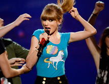 De participar en una competencia musical como LA VOZ KIDS, ¿Cuál de estos jóvenes famosos crees que podría salir ganador?