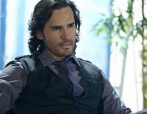 El look de empresario interesante con un toque de dulzura y sensualidad.