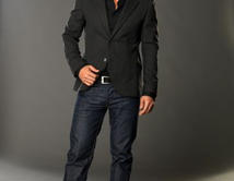 Definitivamente su porte elegante y estilo único hacen de Fabián Ríos un galán de novelas.