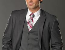 De traje y corbata cualquiera se ve bien, pero José Luis Resendez se lleva el premio al más sexy de todos.