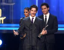 Ganó'Actor Favorito de TV ' por su trabajo en 'Teen Wolf'./